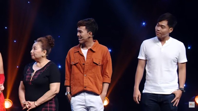 MC Nguyên Khang bị khán giả chỉ trích vì dẫn chương trình vô duyên, hỏi sỗ sàng người chơi - Ảnh 3.