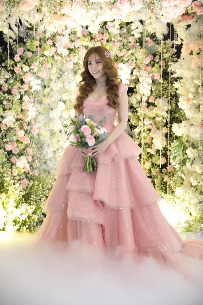 Chân dung người thiết kế váy cưới cho ca sĩ Thu Thủy - Ảnh 2.