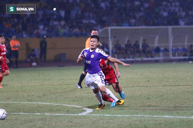 """Tấn Trường mắc lỗi khó hiểu, Bình Dương """"tự sát"""" trước Hà Nội FC ở trận chung kết lịch sử - Ảnh 1."""
