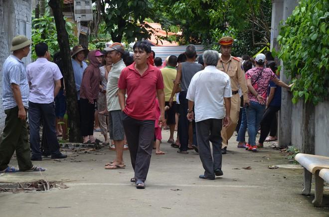 Vụ chém gia đình em ruột ở Hà Nội: Gây án xong, Đông đứng ở hiện trường - Ảnh 2.