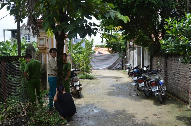 Vụ chém gia đình em ruột ở Hà Nội: Gây án xong, Đông đứng ở hiện trường - Ảnh 1.