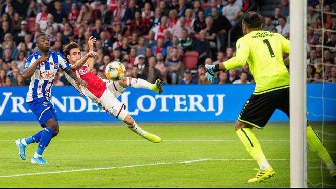 Văn Hậu chưa kịp sang Hà Lan, Heerenveen thảm bại trước Ajax & nối dài mạch trận thất vọng - Ảnh 1.