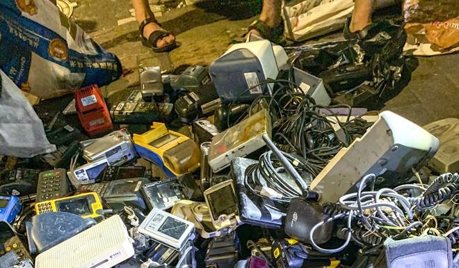 Chợ ma đồ công nghệ ở Thâm Quyến - hiện thực u ám phía sau tham vọng công nghệ cao của Trung Quốc - Ảnh 2.