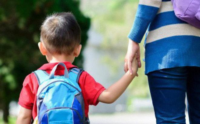 Đây chính là dấu hiệu nhận biết trẻ không vui khi đi nhà trẻ mà bố mẹ cần phải lưu tâm