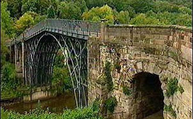 Anh chi 4,6 triệu USD tu bổ 'cây cầu sắt đầu tiên trên thế giới'