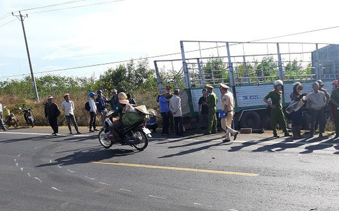 Xe tải cán chết 3 chị em ruột trên đường Hồ Chí Minh