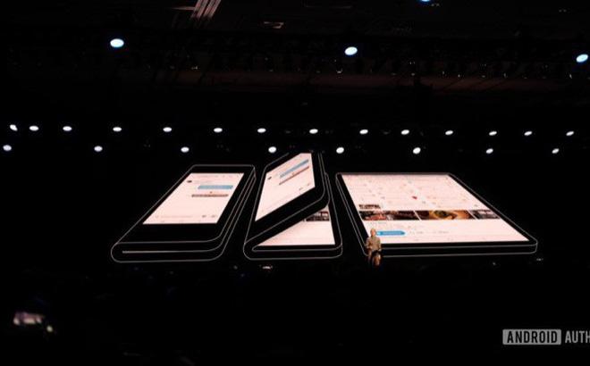 """Để đủ sức """"nuôi"""" 2 màn hình, smartphone gập của Samsung sẽ có 2 viên pin?"""