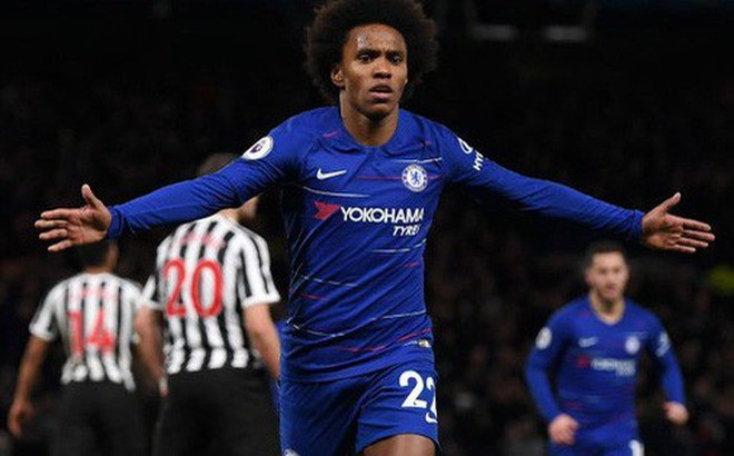 """""""Tù trưởng"""" Willian lập siêu phẩm, Chelsea chật vật hạ Newcastle 2-1"""