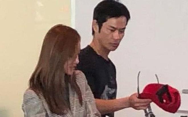 Tài tử Trịnh Gia Dĩnh đưa bà xã Hoa hậu mang thai 6 tháng ngồi máy bay giá rẻ tới Nha Trang nghỉ dưỡng