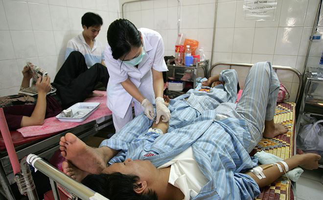 'Bệnh viện đang sống nhờ… quá tải'