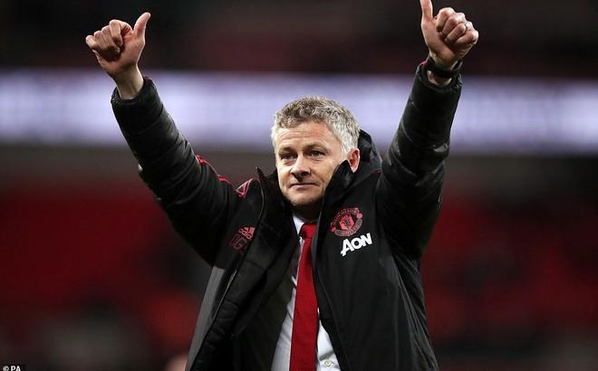 """""""Gã thợ hàn"""" Ranieri tuyên bố sẽ phanh chuỗi trận bất bại của M.U"""