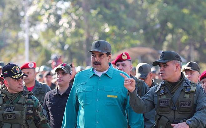 """Thêm một đại tá quân đội Venezuela """"phản bội"""" Tổng thống Maduro"""