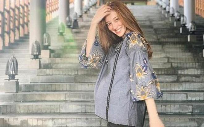 Tiếp tục đến Việt Nam nghỉ dưỡng, Hoa hậu Hong Kong khoe khéo bụng bầu 7 tháng với tài tử Trịnh Gia Dĩnh