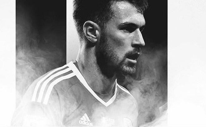 """Chia tay """"Pháo thủ"""", Ramsey nhận lương cao kỷ lục"""