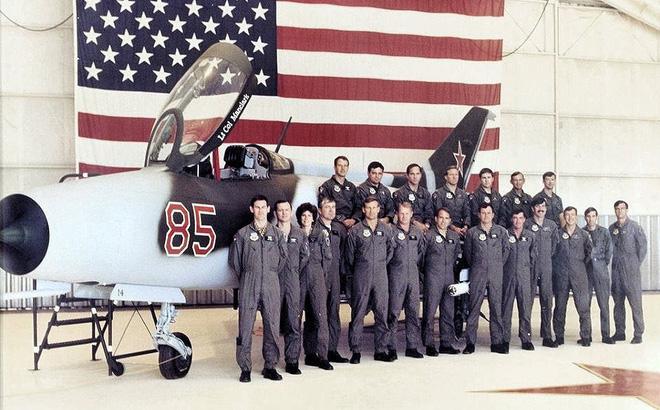 """Khiếp sợ bầu trời Việt Nam, Mỹ tổ chức không đoàn """"Đại bàng đỏ"""" huấn luyện phi công giao chiến với MiG"""