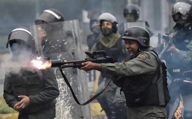 Hơn 100 binh lính Venezuela đào tẩu sang Colombia vì lời hứa 20.000 USD
