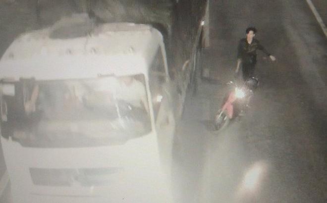 5 thanh niên cầm hung khí cố tình chặn xe ôtô trong hầm đường bộ