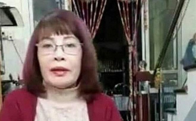 Tuổi càng cao càng mê livestream, cô dâu 62 tuổi gặp sự cố nhạy cảm khiến người xem đỏ mặt tắt vội điện thoại