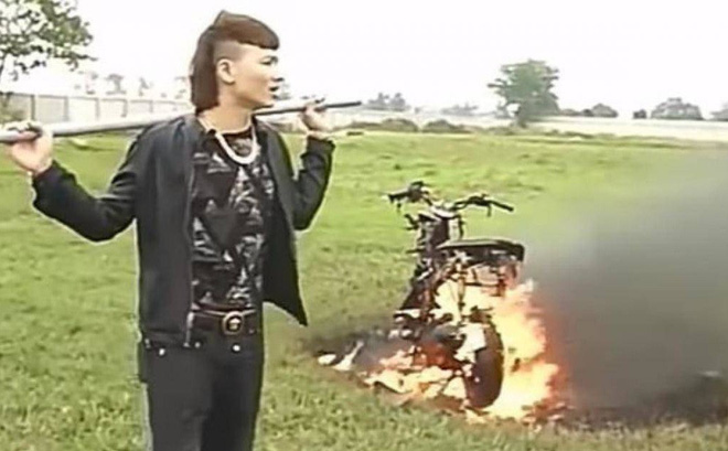 """Khá """"bảnh"""" đốt xe máy đổi xe điện: Xử lý thế nào?"""