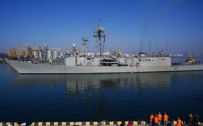 Bị chiến hạm NATO 'thọc' vào sân sau, dàn vũ khí Nga giương nòng