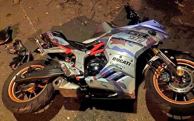 Xe môtô đâm vào gốc cây, hai người tử vong tại chỗ