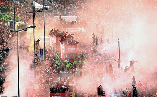 Thầy trò Jurgen Klopp cùng nửa triệu CĐV mở hội trên đường phố Liverpool