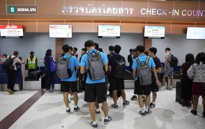 Thầy Park mệt mỏi, U23 Việt Nam lặng lẽ về Bangkok chuẩn bị quyết đấu Triều Tiên - Ảnh 6.