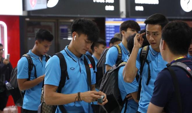 Thầy Park mệt mỏi, U23 Việt Nam lặng lẽ về Bangkok chuẩn bị quyết đấu Triều Tiên - Ảnh 9.