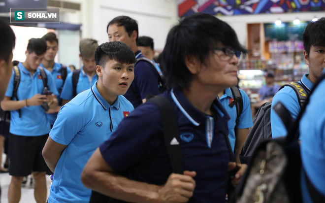 Thầy Park mệt mỏi, U23 Việt Nam lặng lẽ về Bangkok chuẩn bị quyết đấu Triều Tiên - Ảnh 10.
