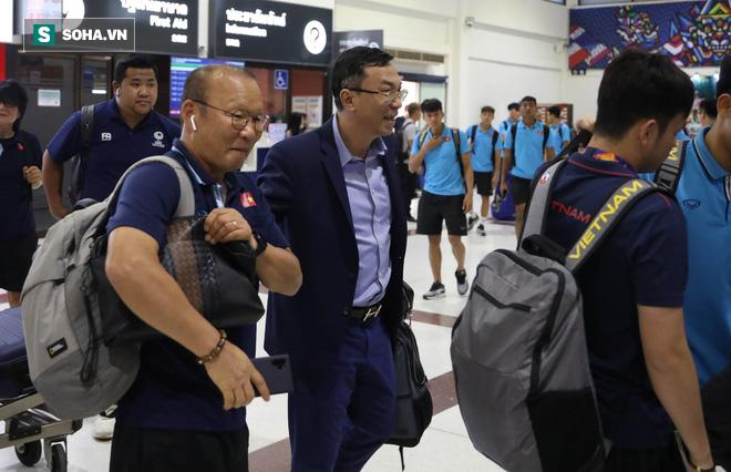 Thầy Park mệt mỏi, U23 Việt Nam lặng lẽ về Bangkok chuẩn bị quyết đấu Triều Tiên - Ảnh 13.