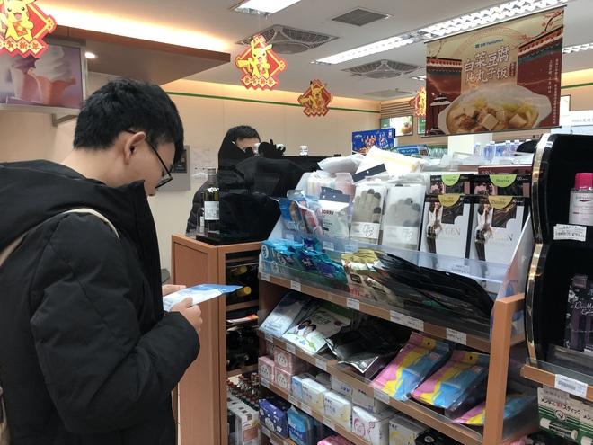 Khẩu trang cháy hàng trên các trang thương mại điện tử ở Trung Quốc vì dịch cúm bí ẩn - Ảnh 1.