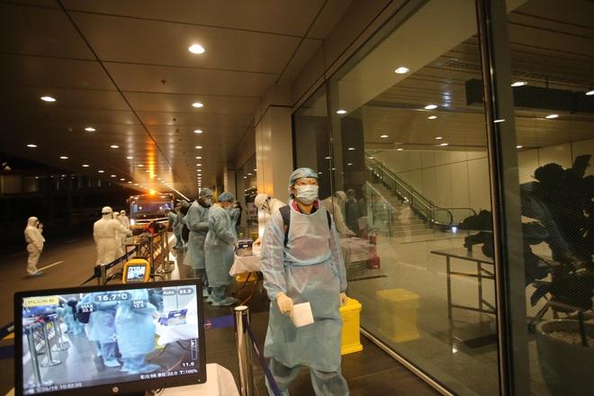 Chuyến bay đặc biệt đưa 30 công dân Việt Nam từ tâm dịch virus Corona Vũ Hán về nước - Ảnh 1.