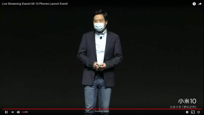 Lôi Quân đeo khẩu trang trên sân khấu ra mắt điện thoại Xiaomi Mi 10 - Ảnh 1.