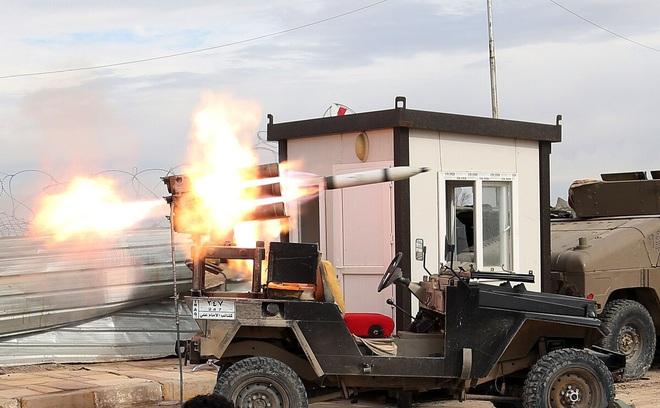Damascus bị không kích, phòng không Syria khẩn cấp đánh chặn mục tiêu - Rocket bay thẳng vào căn cứ Mỹ tại Iraq - Ảnh 1.