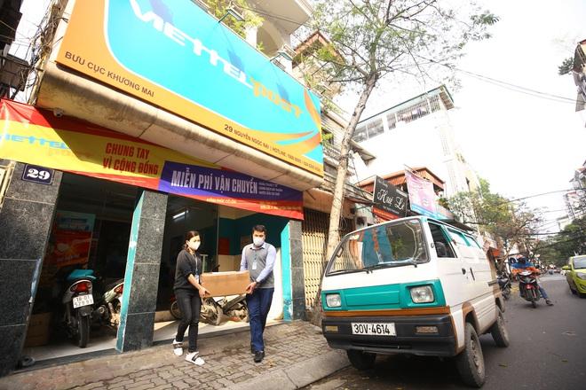 Cuộc họp đột xuất 2 tiếng đồng hồ và chuyến xe đặc biệt chở hàng về tâm dịch Sơn Lôi - Ảnh 2.