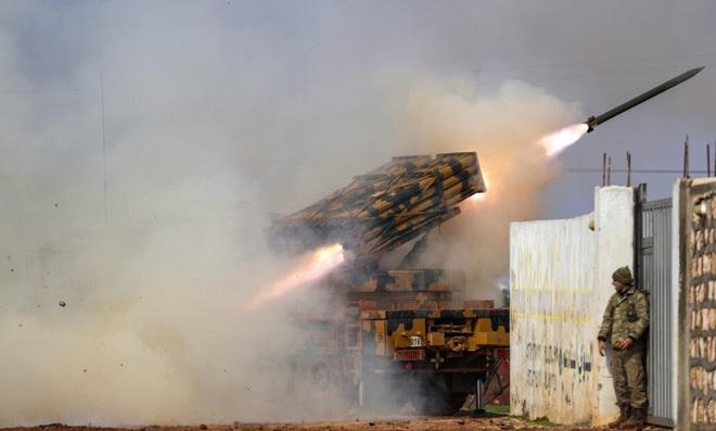 7 ngày qua ảnh: Quân đội Thổ Nhĩ Kỳ phóng tên lửa vào quân đội Syria - Ảnh 2.