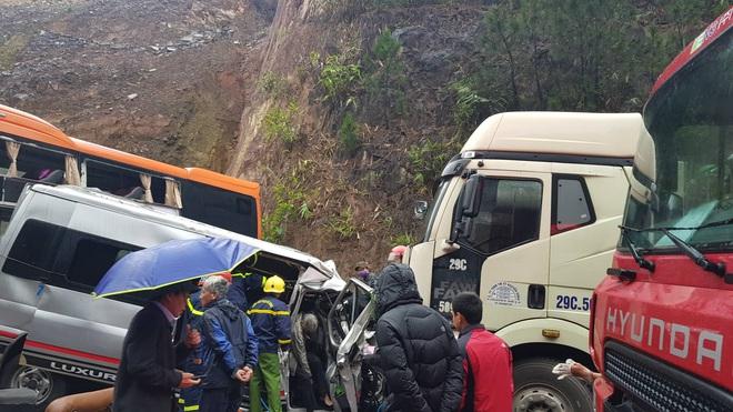 Hiện trường kinh hoàng vụ tai nạn liên hoàn khiến 1 người tử nạn, 5 người bị thương - Ảnh 6.