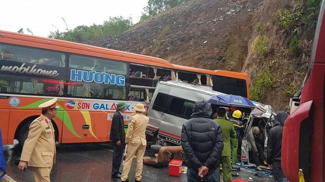 Hiện trường kinh hoàng vụ tai nạn liên hoàn khiến 1 người tử nạn, 5 người bị thương - Ảnh 4.