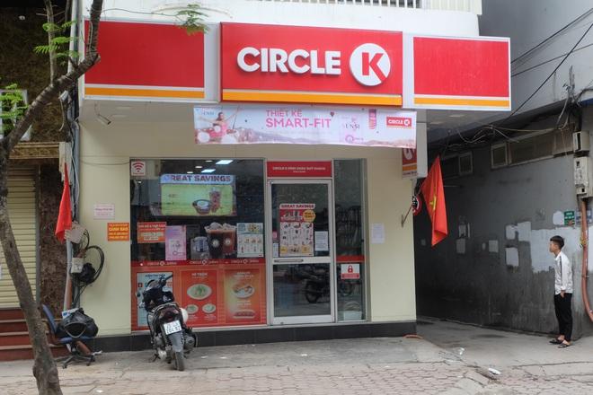 Sau thông tin có người nhiễm Covid-19, nhiều khách hàng vẫn tìm đến Circle K Chùa Láng  - Ảnh 3.