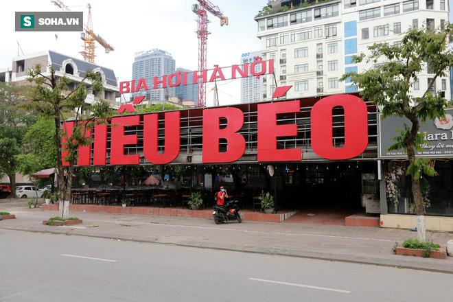 Cảnh tượng chìm trong bóng tối hiếm thấy của nhiều con phố kinh doanh sầm uất nhất Hà Nội - Ảnh 10.