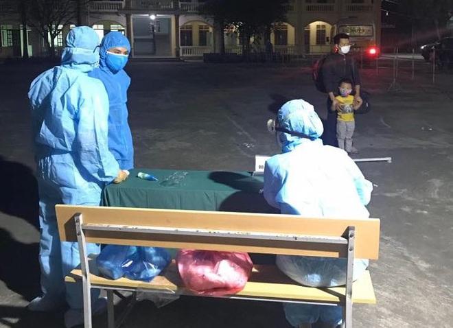 Nghệ An: Nhiều người từ Bệnh viện Bạch Mai về tự liên hệ để được hướng dẫn cách ly - Ảnh 1.