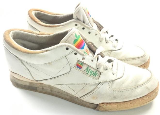 Apple từng sản xuất cả giày thể thao và một đôi giày như vậy vừa bán đấu giá thành công 10 ngàn USD - Ảnh 3.