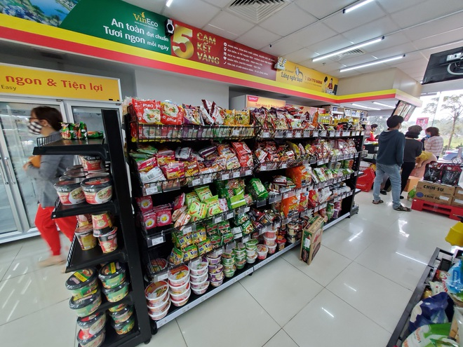 Đổ xô mua hàng tích trữ: Loạt siêu thị cam kết đảm bảo nguồn cung, không tăng giá hàng hoá - Ảnh 2.