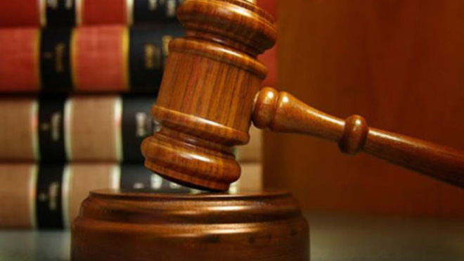 Chỉ với 1 tờ giấy cắt vụn, thẩm phán khiến người đàn ông phải cúi đầu nhận tội sau khi khiến hàng xóm bị bắt oan - Ảnh 1.
