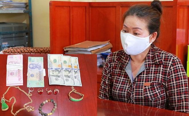 Nữ giúp việc trộm USD, nhẫn kim cương của chủ nhà - Ảnh 1.