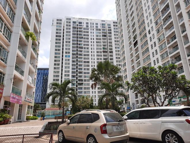 Lời khai của những người trong căn hộ nơi tiến sĩ Bùi Quang Tín rơi lầu tử vong - Ảnh 2.