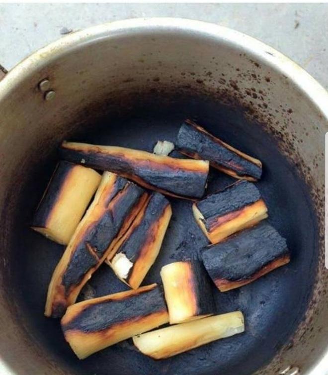 Vừa về nhà, con gái thấy nhà mù khói đen vì nồi thịt cháy, nói đến lý do của mẹ ai cũng ngao ngán lắc đầu - Ảnh 2.