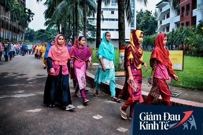 Chết đói hoặc nhiễm bệnh: COVID-19 đẩy nhiều người lao động nghèo ở Bangladesh đến lựa chọn đường cùng - Ảnh 7.