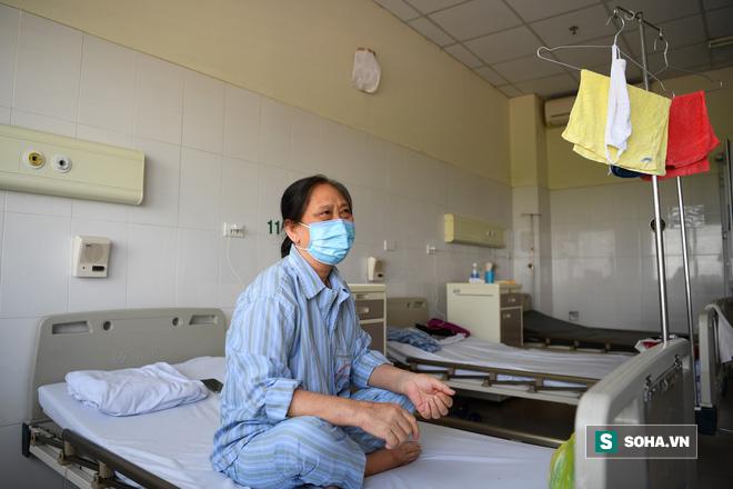 Bệnh nhân mắc Covid-19 nặng nhất Việt Nam: Từ tiên lượng tốt đến ngừng tim và hành trình giành giật sự sống từng giây của các y bác sĩ - Ảnh 5.