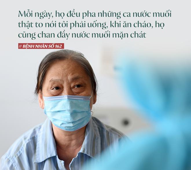 Bệnh nhân mắc Covid-19 nặng nhất Việt Nam: Từ tiên lượng tốt đến ngừng tim và hành trình giành giật sự sống từng giây của các y bác sĩ - Ảnh 4.
